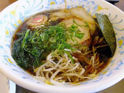 名物グルメ-忍術焦がし醤油黒ラーメン