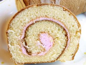 名物グルメ-バラのロールケーキ