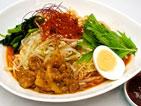 名物グルメ-ワイルドビビン赤麺