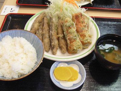 名物グルメ-メヒカリ定食