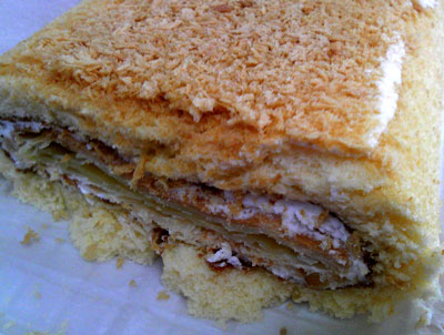 名物グルメ-神戸チーズパイロールケーキ