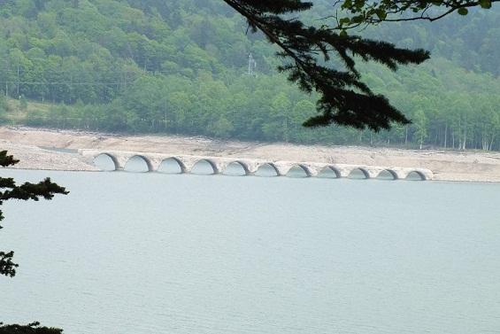 糠平湖とアーチ橋