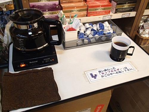 ホットコーヒー無料店内
