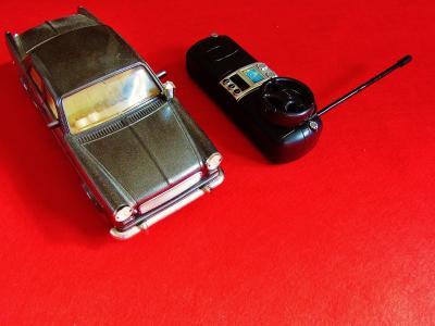 自動車 ラジコン おもちゃ