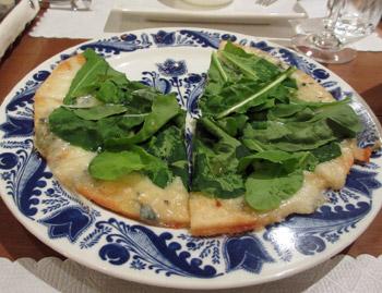ルッコラとゴルゴンゾラのピザ