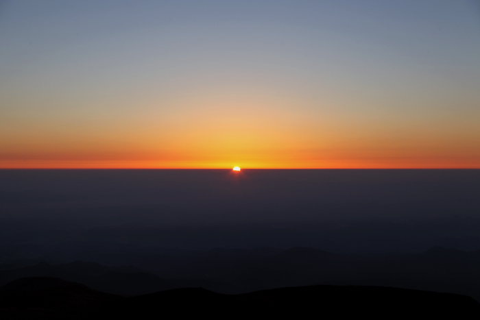 2014年10月12日栗駒山山頂のご来光