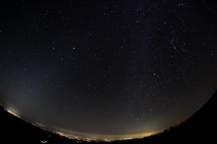 冬の天の川と並ぶ黄道光2014年10月31日(いわかがみ平)