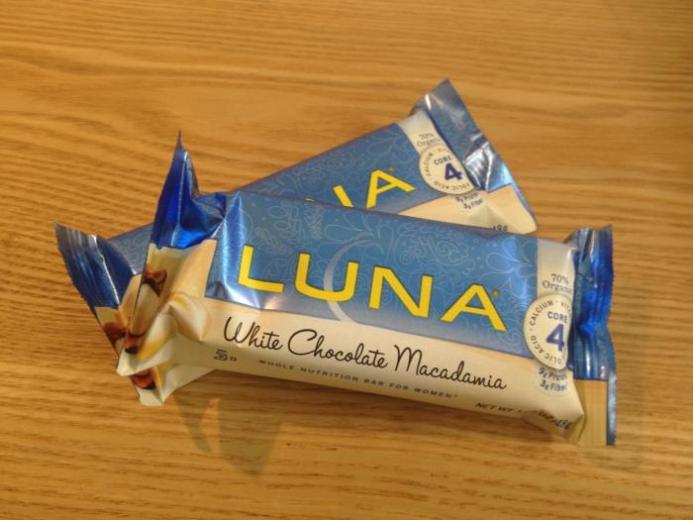 Clif Bar, Luna, Whole Nutrition Bar for Women, White Chocolate Macadamia, 15 Bars, 1.69 oz (48 g) Per Bar_2