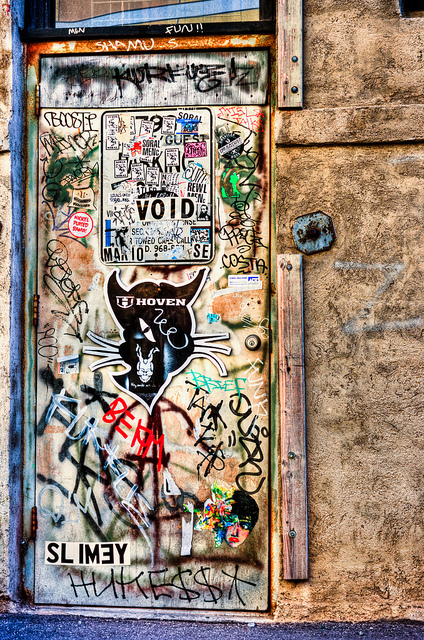 awesome-graffiti-sticker-door