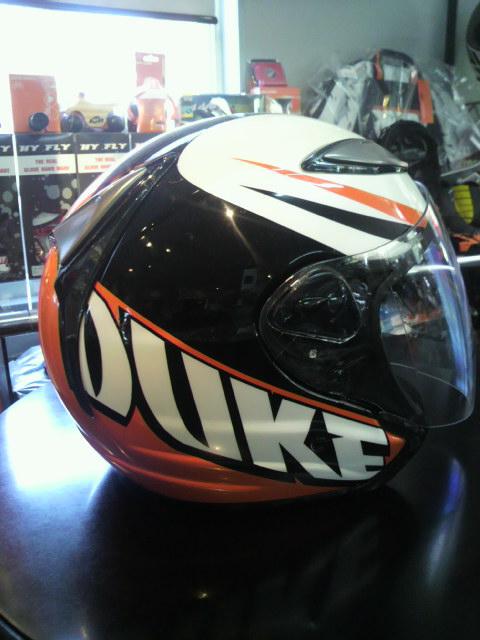 DUKEヘルメット