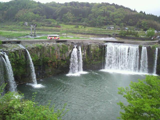 原尻の滝から辿ります。