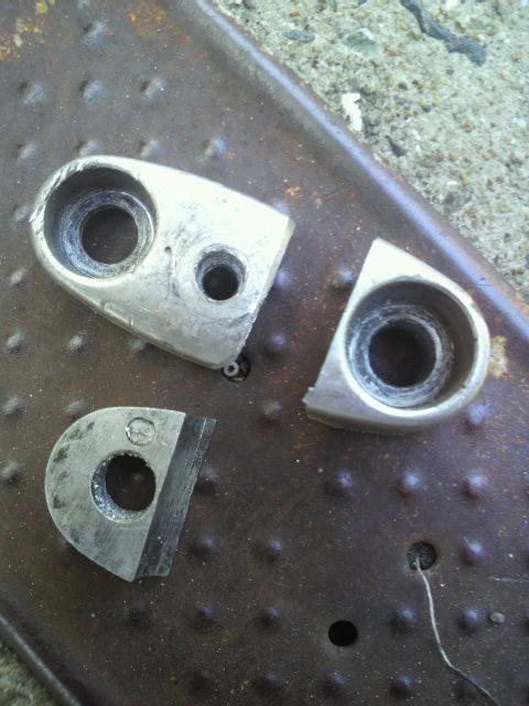サイレンサーマウントはハンドルの固定具