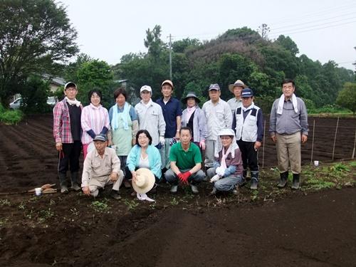2012.7.8 ファーマーズクラブ大豆種まき 001 (35)