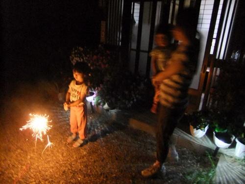 2012.8.20 庭で花火 027 (1)