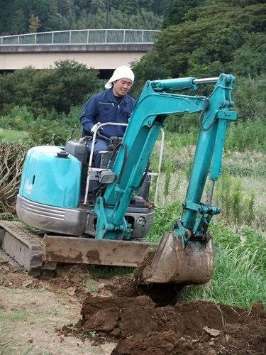 2012.9.30 畑の穴掘り 063