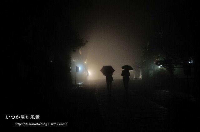 夜霧の向こうは