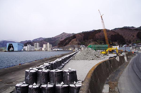 釜石港の復旧作業