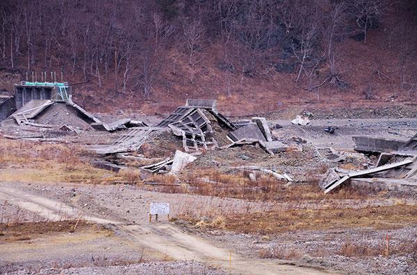 破壊された明戸の防潮堤