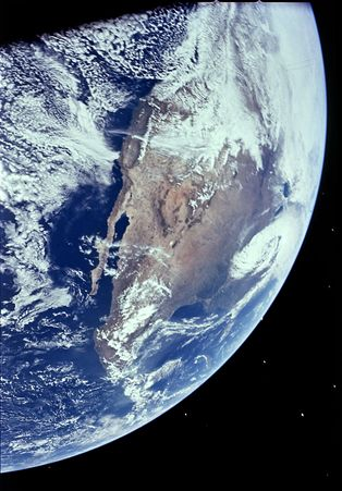 apollo16_earth_northamerica_nasarr.jpg