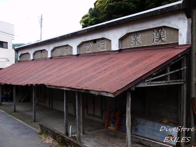 10_0424wearhouse.jpg