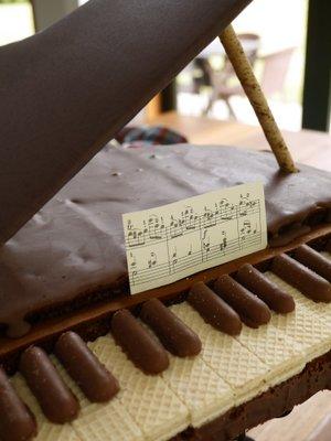 Piano cake - L