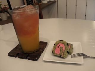 マンゴー&なんとかグレープフルーツジュース&プチケーキ