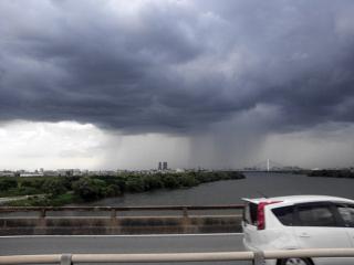 大阪市内大雨洪水警報