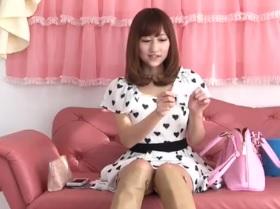杏咲望超美形!つるつる美肌の18歳FC2動画