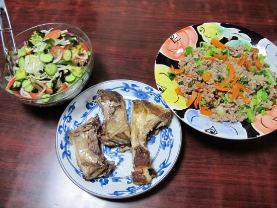 ブリカマ塩焼き、豚肉キャベツ人参炒め、カニカマサラダ