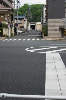 洲崎大神を第一京浜国道越しに見る
