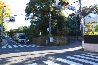 鎌倉道(戸塚):北鎌倉駅前の牛馬道分岐