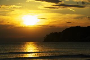 鎌倉・材木座海岸からの夕陽