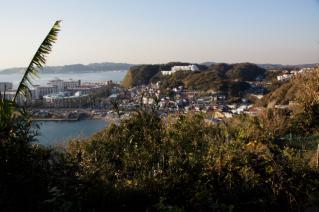 小坪・大崎公園から小坪港・マリーナ方面を望む