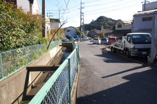 浦賀道(戸塚):木古庭・交番裏の開渠