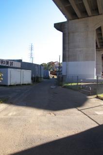 浦賀道(戸塚):下山川脇にて金沢方面と分岐する浦賀道を見る