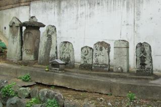浦賀道(戸塚):公郷町の庚申塔群