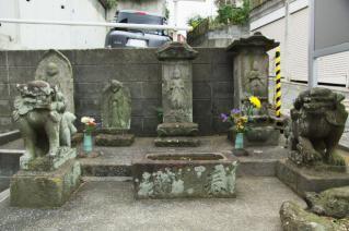 浦賀道(戸塚):元天神社の狛犬・手水鉢と青蓮寺の庚申塔