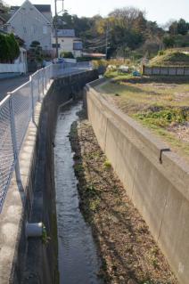 浦賀道(戸塚):阿部倉の土橋付近の水路