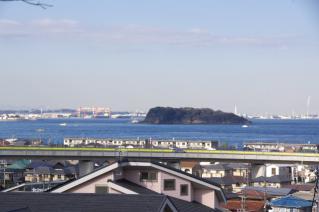 浦賀道:大津・馬堀の庚申前から猿島を望む