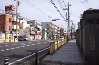 旧東海道:藤沢・伊勢山橋南側脇より江戸方を見る
