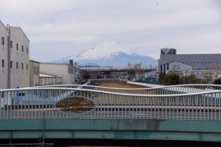 旧東海道:鳥井戸橋より富士山を望む