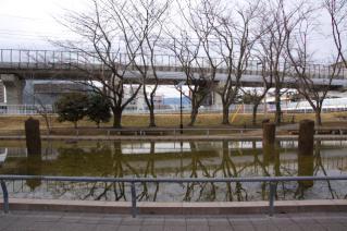 旧東海道:旧相模川橋脚を東側から見る