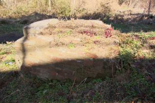 旧東海道:高水敷に残る旧馬入川橋梁橋脚上り線-2
