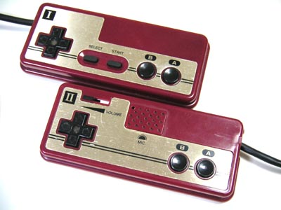 Famicom_controllers.jpg