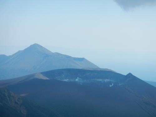 新燃岳と高千穂の峰