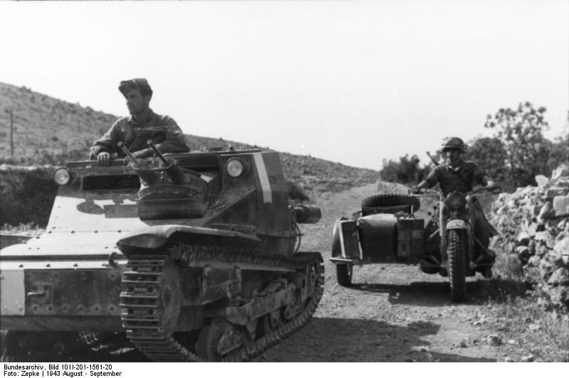 Bundesarchiv_Bild_101I-201-1561-20,_Balkan,_italienische_Panzer,_Krad_mit_Beiwagen