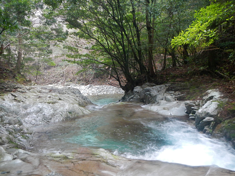 古座川ダム上の渓流