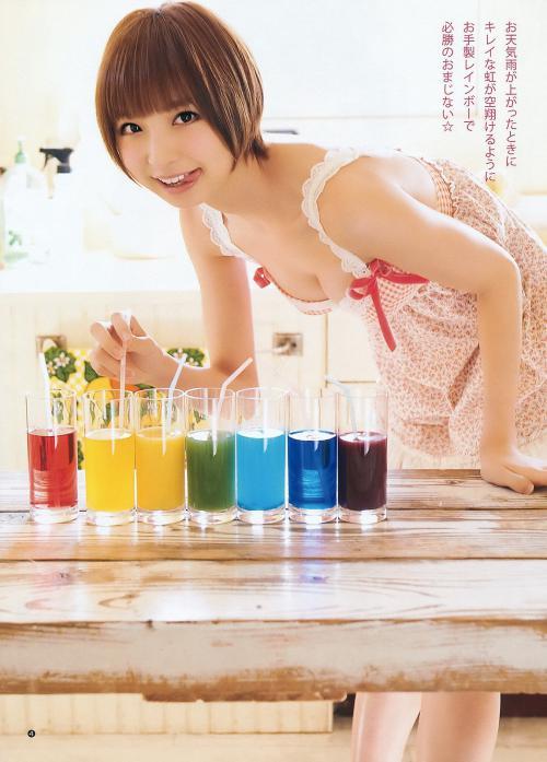 篠田麻里子胸の谷間グラビア画像