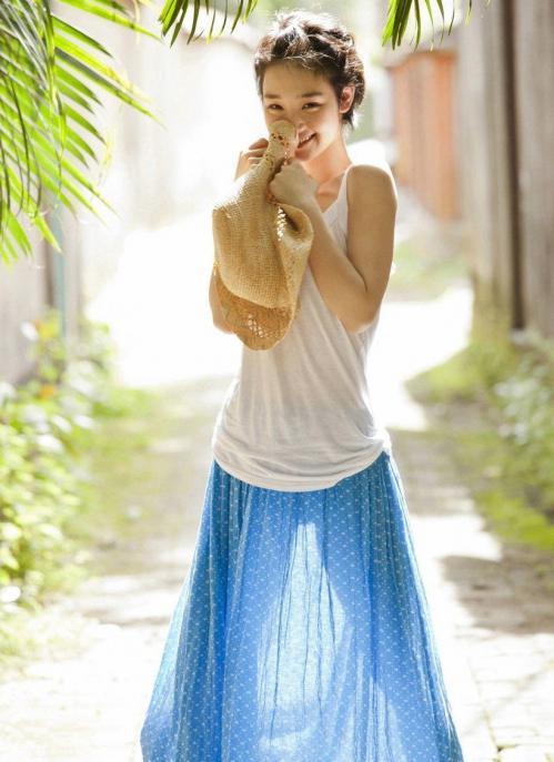 剛力彩芽の透け透けスカートお宝画像
