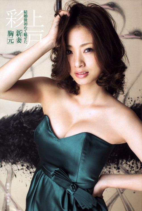 上戸彩のおっぱい強調ドレス画像